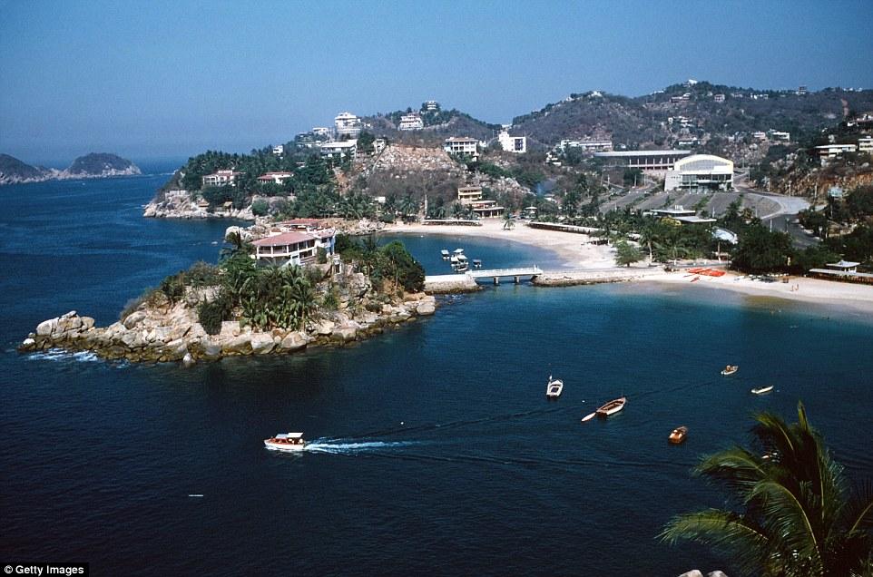 Притягивая множество голливудских знаменитостей, Акапулько был первым курортом в мире, куда туристы