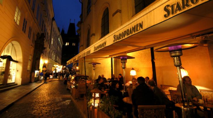 Первое место в рейтинге занимает столица Чехии, лучезарная Прага. Знаменитое чешское пиво здесь в ср