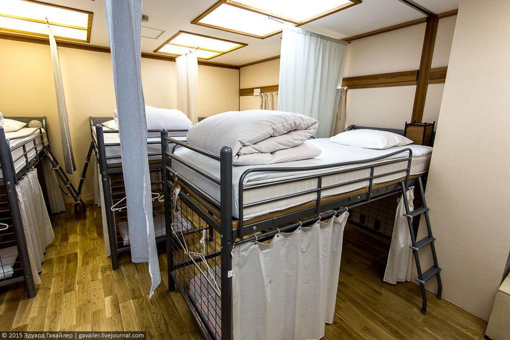Абсолютный хайлайт в хостеле — японская баня сэнто c видом на Фудзи-Сан.