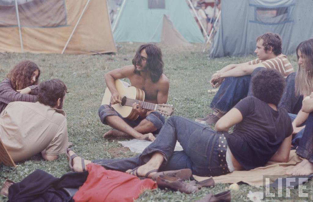 13. Фестиваль назывался «Вудсток», потому что изначально планировалось провести его в городе Вудсток