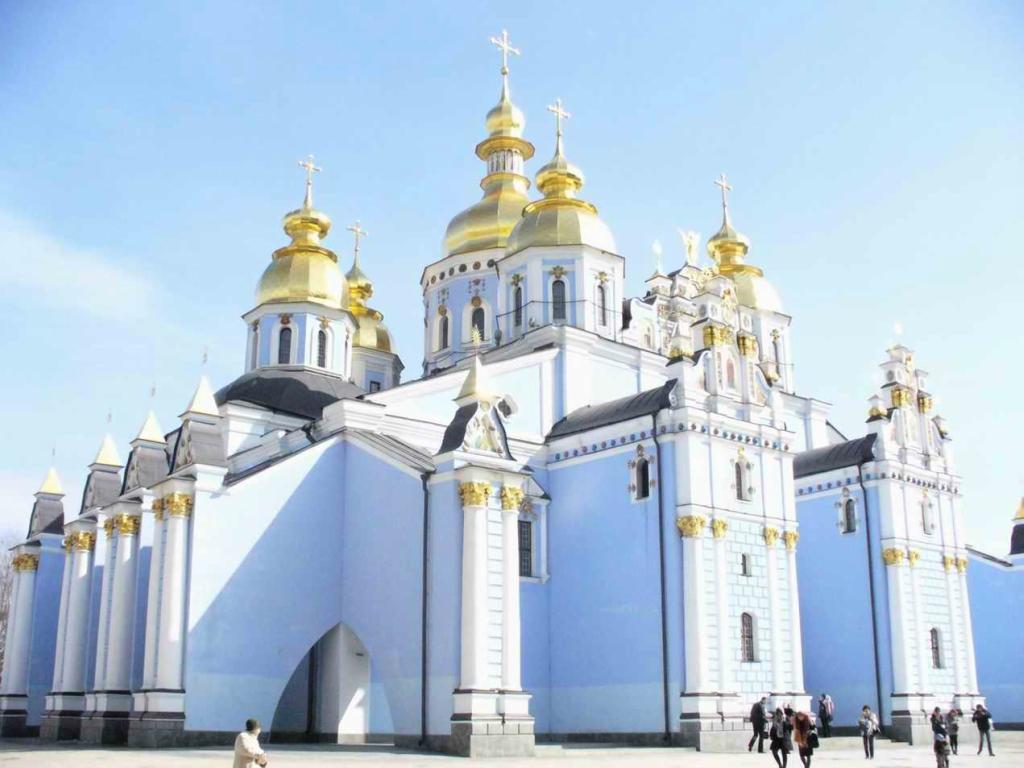 Церковь (религиозная организация и здание)