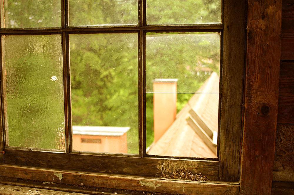 Окно (отверстие в стене)