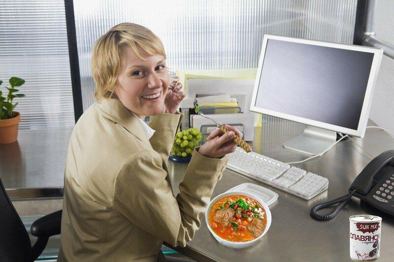 Вкусная тушенка и консервированный суп – замечательный обед в компании коллег