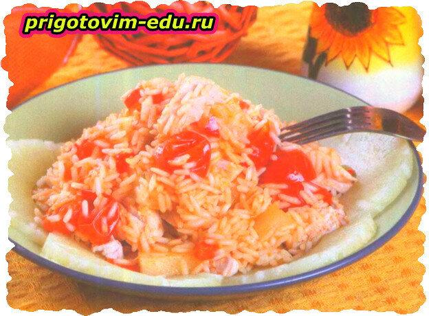 Тушеный рис с ананасами и курицей