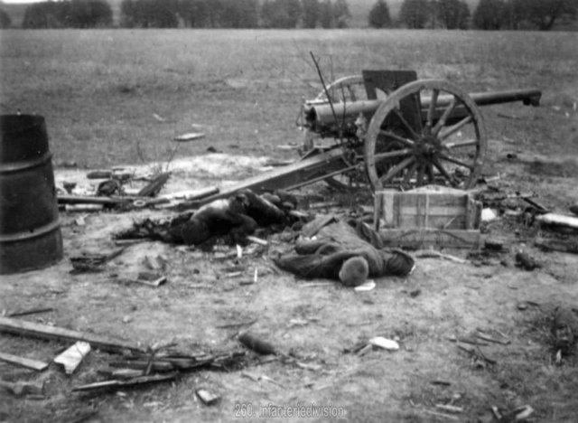 Погибшая советская батарея, октябрь 1942.jpg