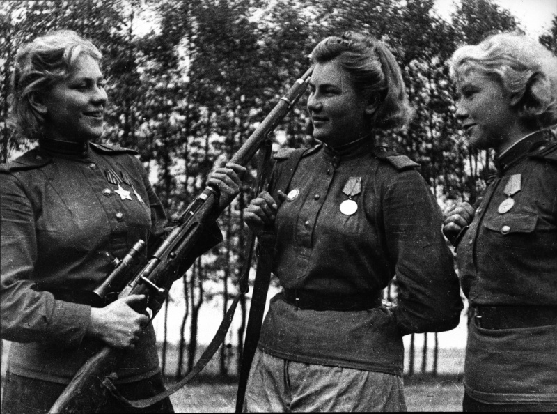 Снайперы 159-й стрелковой дивизии Р. Шанина, А. Екимова и Л. Вдовина. 44.jpg