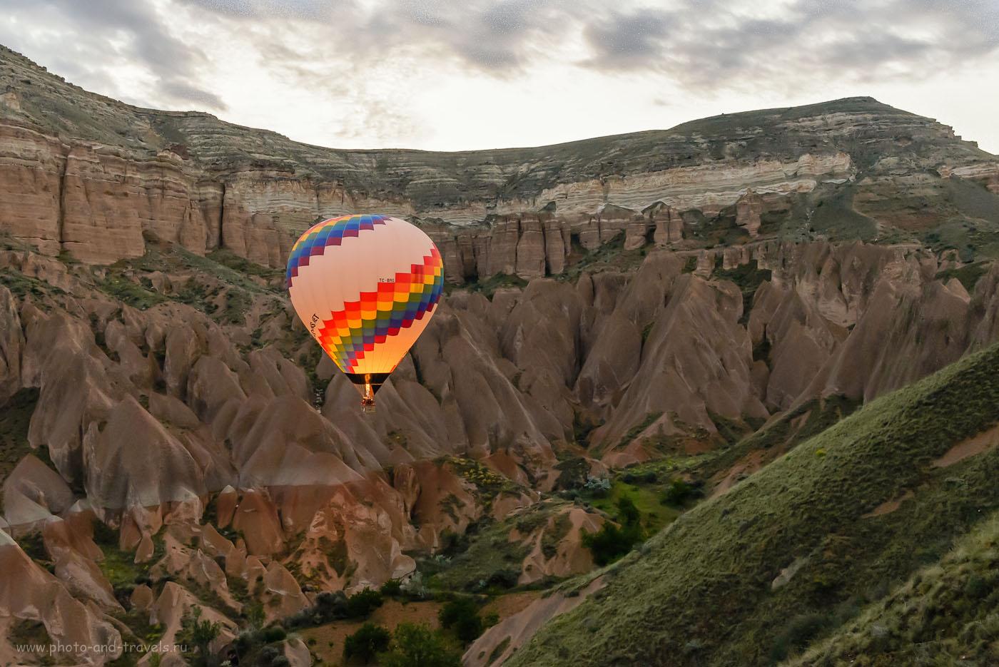 Фотография 2. Особенно интересными получаются снимки полета на воздушном шаре, если запечатлеть момент, когда пламя вырывается из горелки и подсвечивает балон изнутри. Отзывы туристов об отдыхе в Турции самостоятельно. Экскурсии в Каппадокии. 1/400, -1.67, 8.0, 5000, 31.