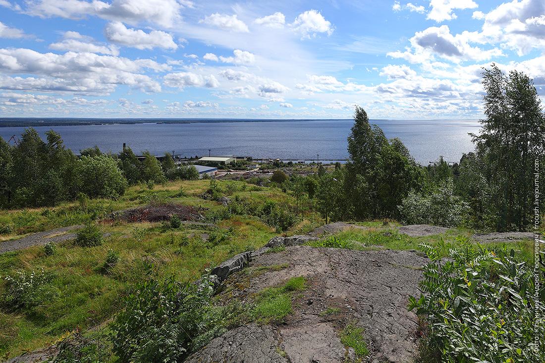 Вид на Медвежьегорск с высоты замаскированного финского наблюдательного пункта