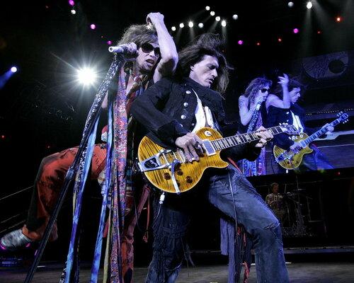 Гитарист Aerosmith госпитализирован во время концерта