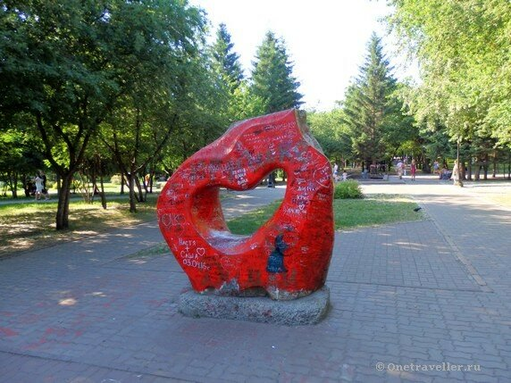 Новосибирск. Скульптурная композиция Любовь в Первомайском сквере