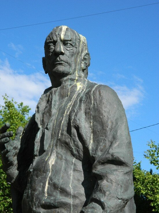 памятник Товстоногову