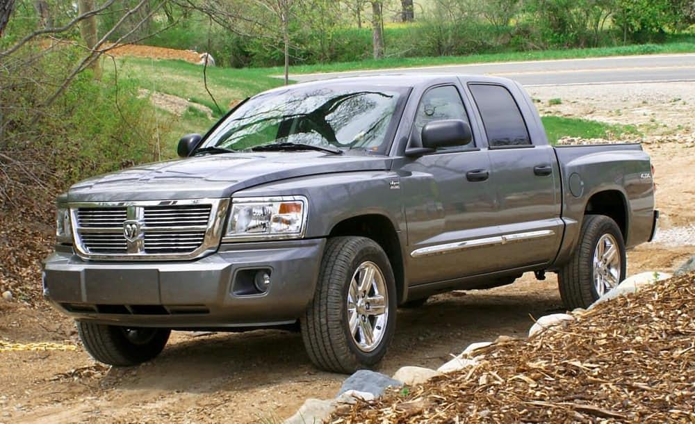 Dodge Dakota. Автомобиль выпускался в периоды с 2005 по 2009 год. Слабые продажи и серьезные проблем