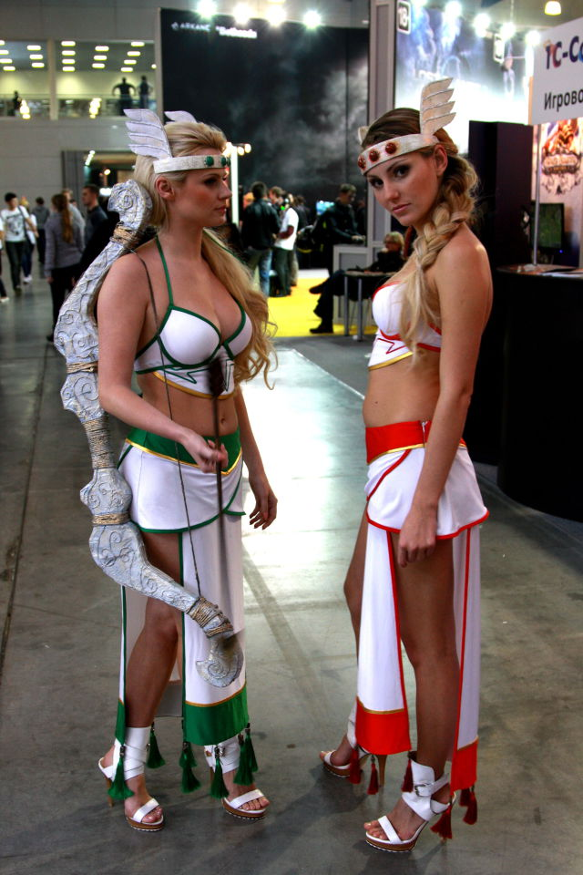 Девушки с выставки ИгроМир