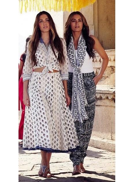 Вы не поверите, но Ясмин 52 года! Согласитесь, что мать и дочь выглядят как сёстры.