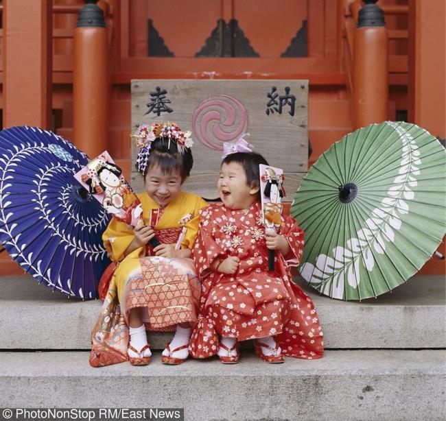 © East News  Девочки втрадиционных кимоно напразднике детей Сити-го-сан .