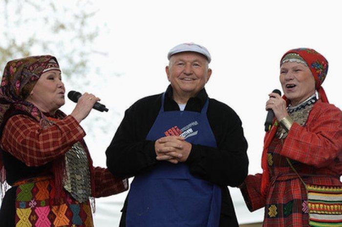 Юрий Лужков начал выпуск сыров «Медовые лужки»