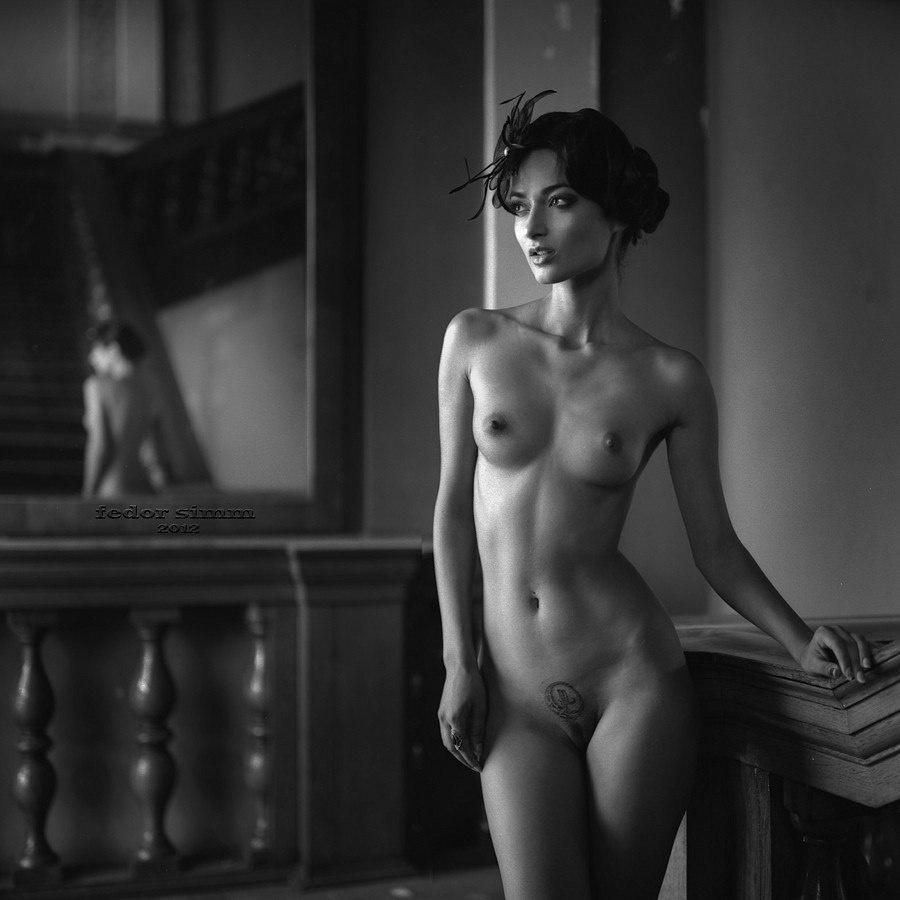 Черно белые фото голые девушки считаю