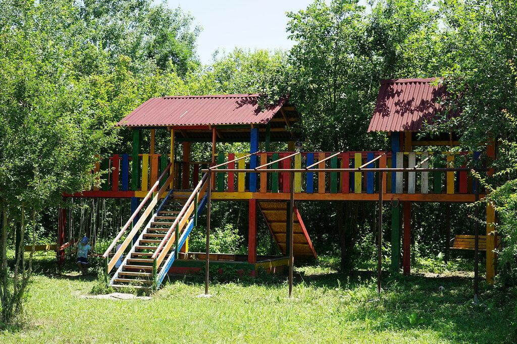 """Эко-поселение """"Здравое"""". Детская площадка, сделанная жителями эко-поселения."""