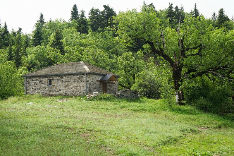 Старинная часовня в горах Северный Пинд, Загория, Греция