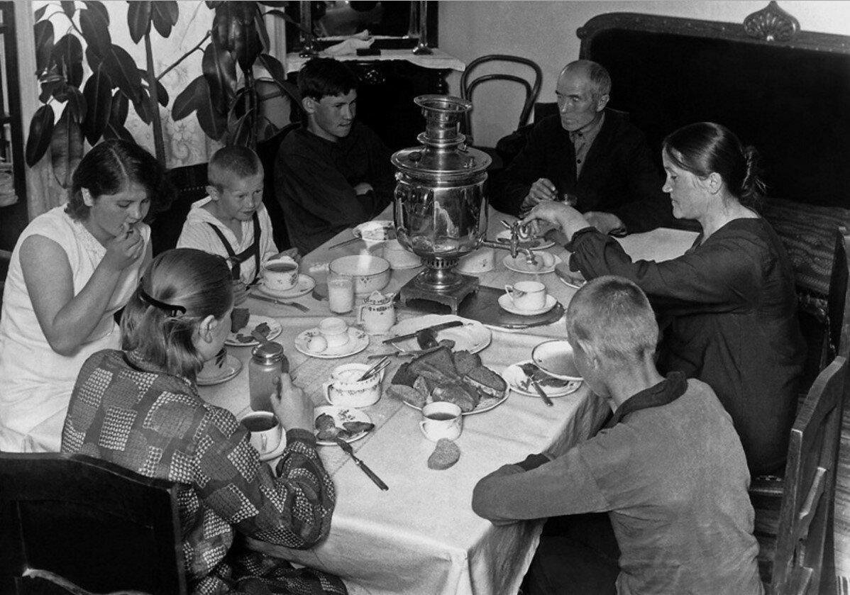 1931. Фотоочерк «24 часа из жизни Филипповых»
