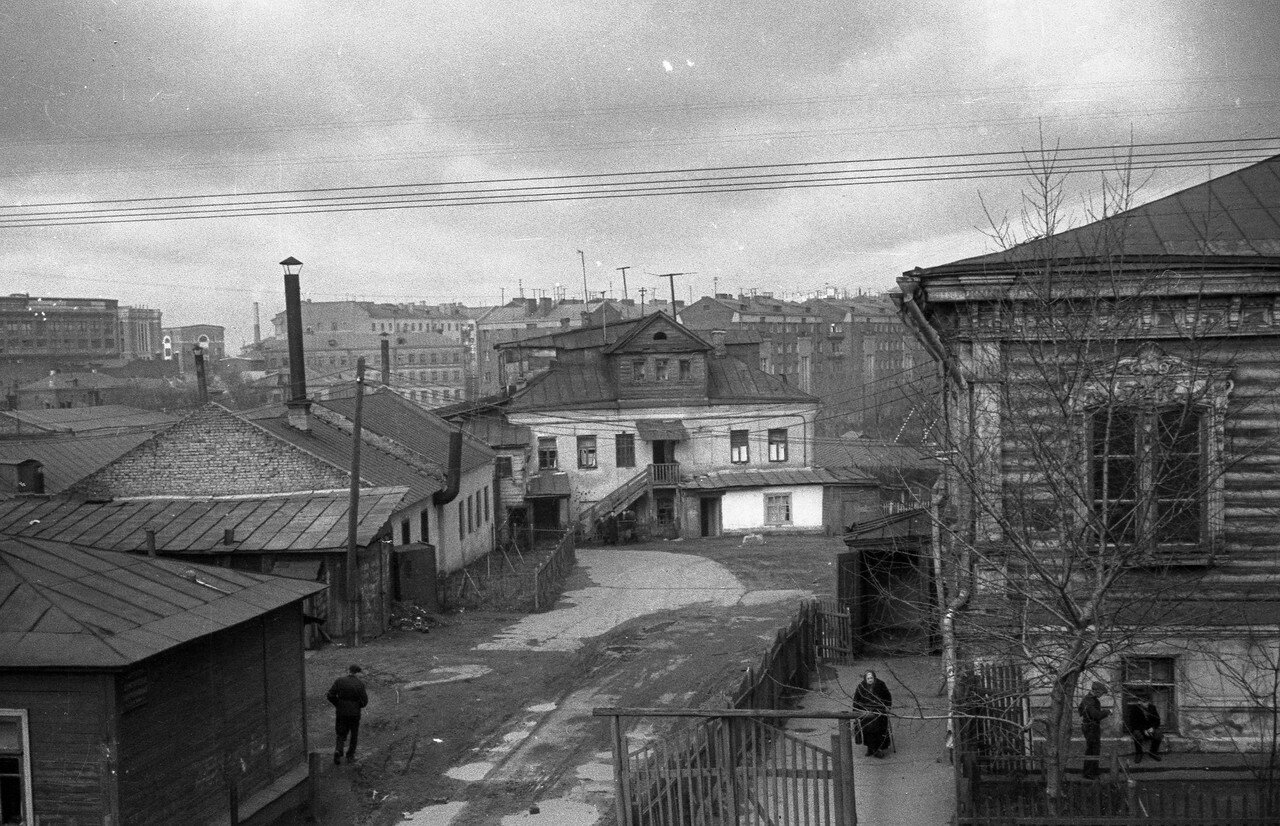 1958. Двор на Малой Семеновской