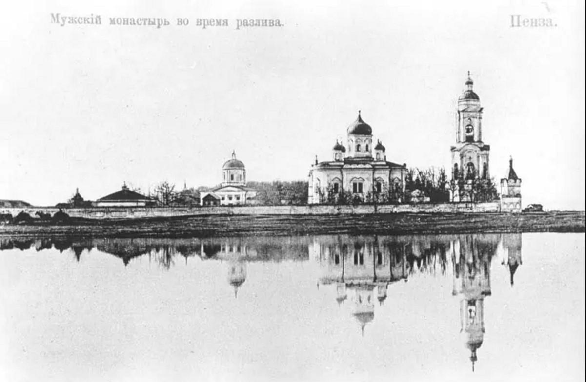 Спасо-Преображенский мужской монастырь во время разлива