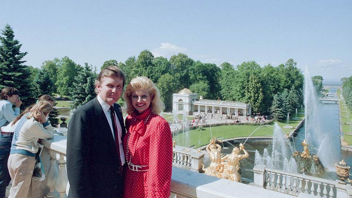 1987. Дональд Трамп с первой супругой Иваной Зельничковой в Петергофе