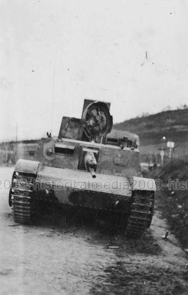 Подбитая 47-мм САУ Skoda S-I-d T-32 югославской армии. 1941 год.