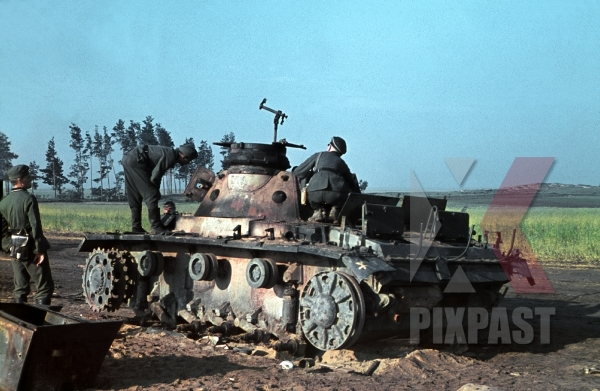 stock-photo-knocked-out-german-panzer-3-dubno-ukraine-battle-of-brodny-1941-16-panzer-division-12647.jpg