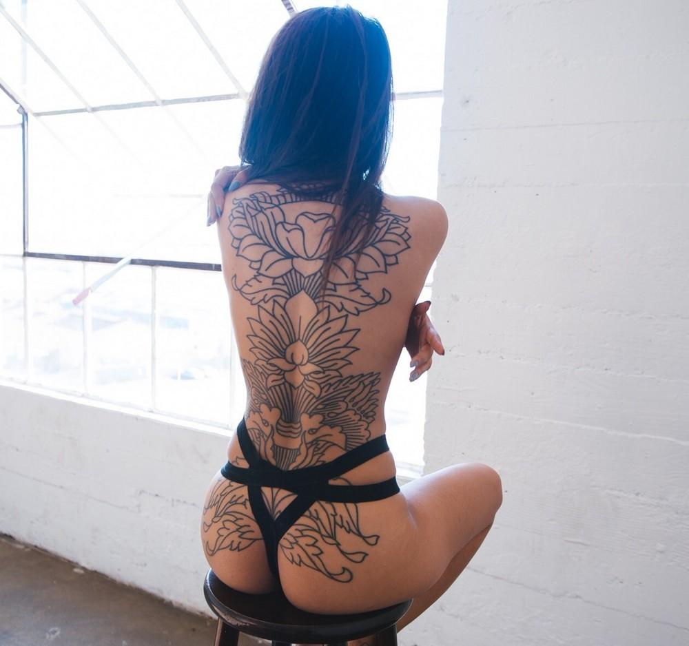 Девушки с татуировками на спине