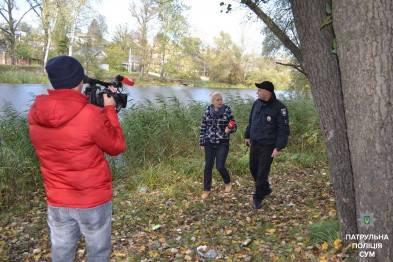 В Сумах патрульный прыгнул в реку, чтобы спасти убегавшего подростка, подозреваемого в ограблении