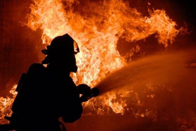 Изгорящей квартиры наКондратьевском спасли 5 человек