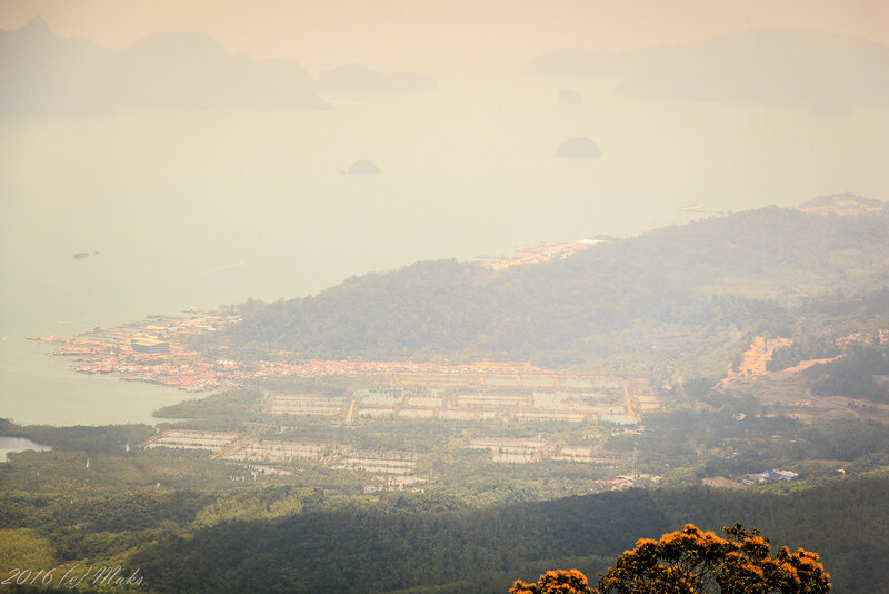 Вид с горы Raya