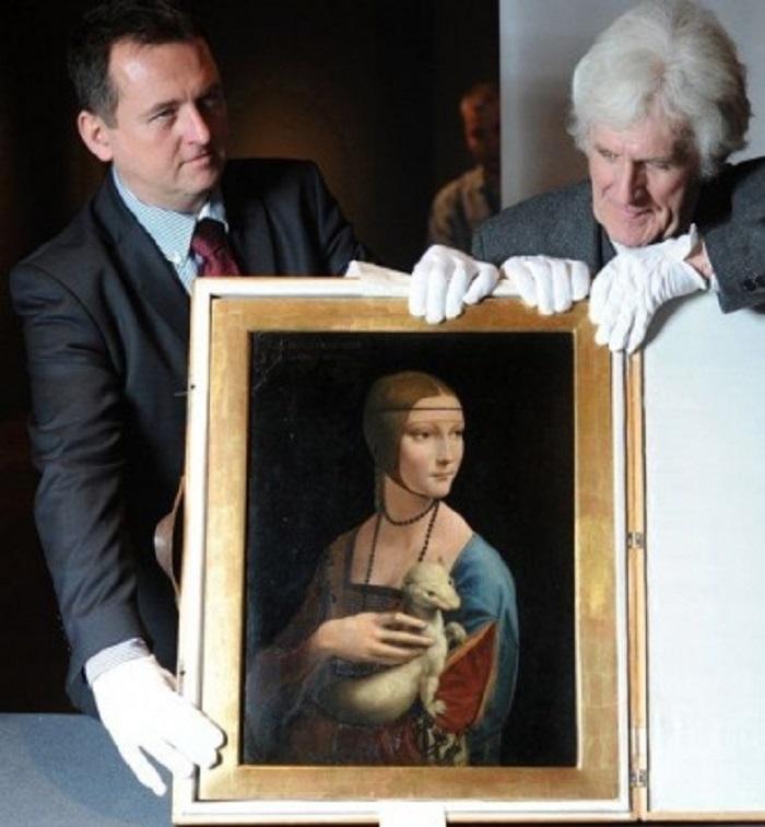 8. Кстати говоря, ранее предполагали, что картина была нарисована учениками Леонардо: Марко дОджоно,