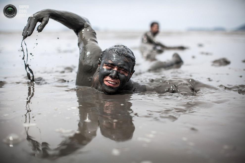 Плавать здесь не очень удобно, но тоже можно. (Victor MORIYAMA/AFP/Getty Images)