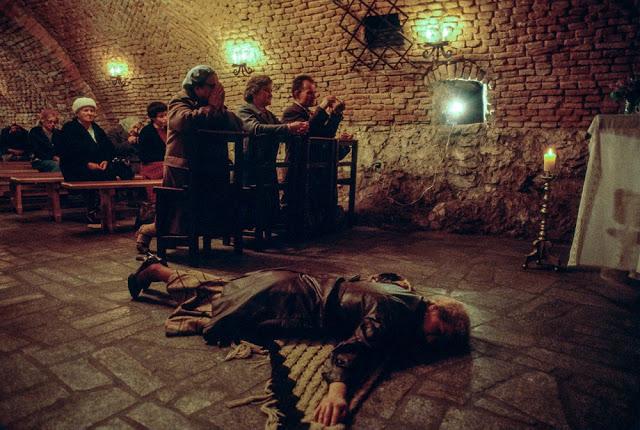 Молебен в польском храме после покушения на убийство Иоанна Павла II, Краков, 1981 год. Правительств