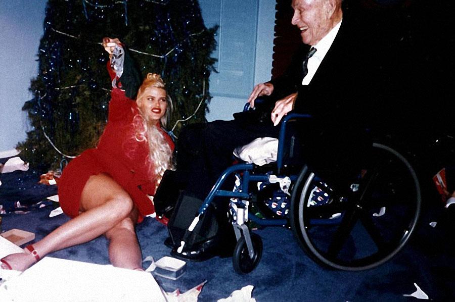 В 1991 году без гроша в кармане 22-летняя девушка устроилась стриптизершей в ночной клуб в Хьюстоне,