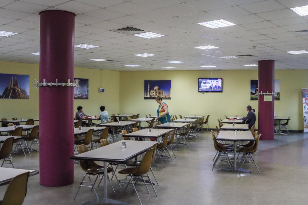 Зал просторный и очень чистый. Здесь тоже в большинстве своем питаются только сотрудники аэропорта и