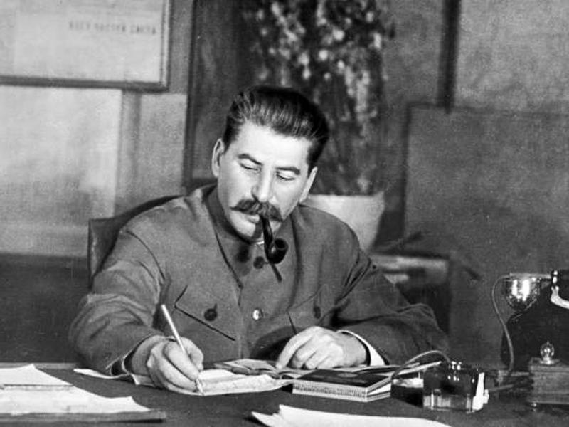 6. Иосиф Сталин Жил: 1878-1953. Страна: СССР. Богатство: полный контроль страны с 9,6% мирового ВВП.