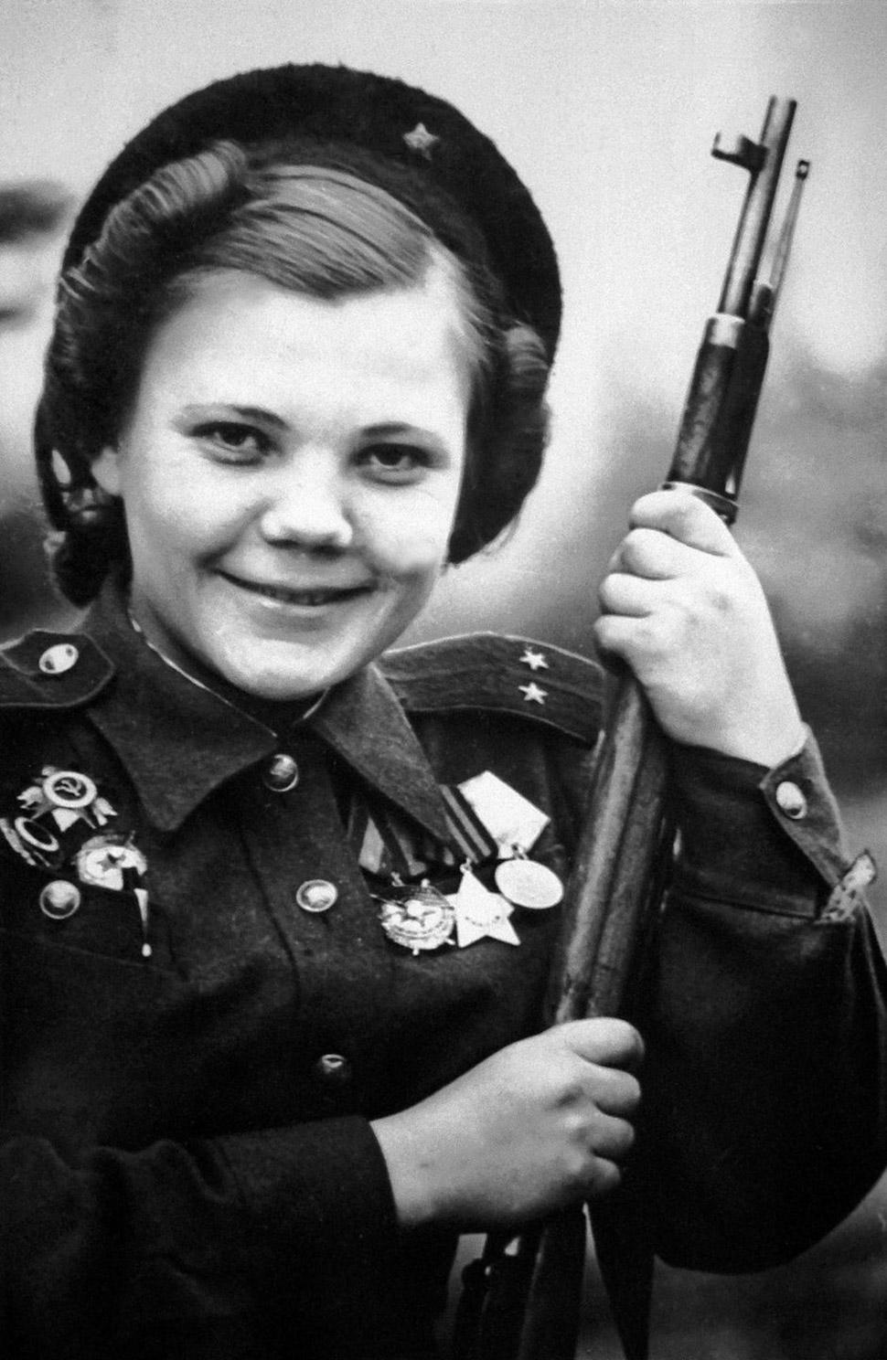 31 декабря 1944 года, Нина Лобковская, командир отряда женщин-снайперов, участвовавшая в боях за Бер