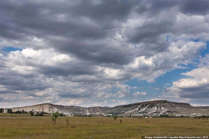 Белая скала была образована путем эрозии и выветривания меловых известняков и песчаников за многие т