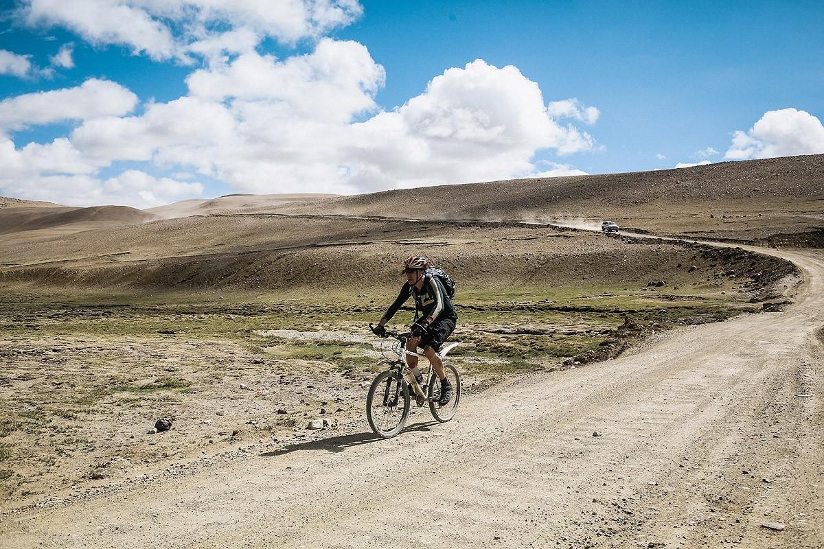 15. Туристов-велосипедистов, которых мы видели по пути, очень много. Все едут с машиной сопровождени