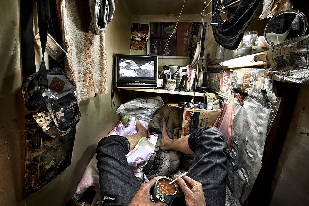 Около 100 тысяч гонконгцев живут в неудовлетворительных жилищных условиях.
