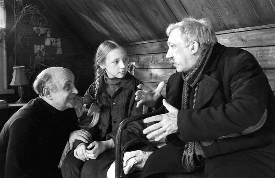 © vs-t  Ролан Быков, Кристина Орбакайте иЮрий Никулин насъемках фильма «Чучело», 1982г.