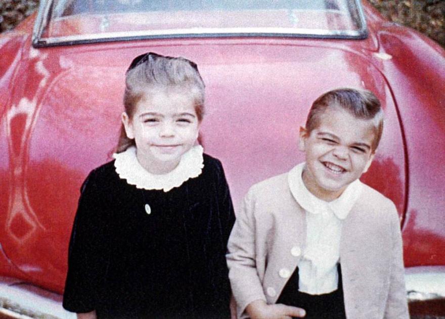 © today  Маленький Джордж Клуни ссестрой.