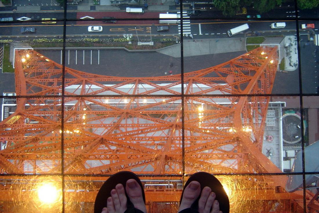 Это смотровая площадка на высоте 350 метров (1148 футов) в башне