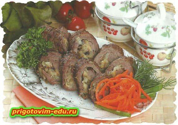 Рулет из говядины с грибами