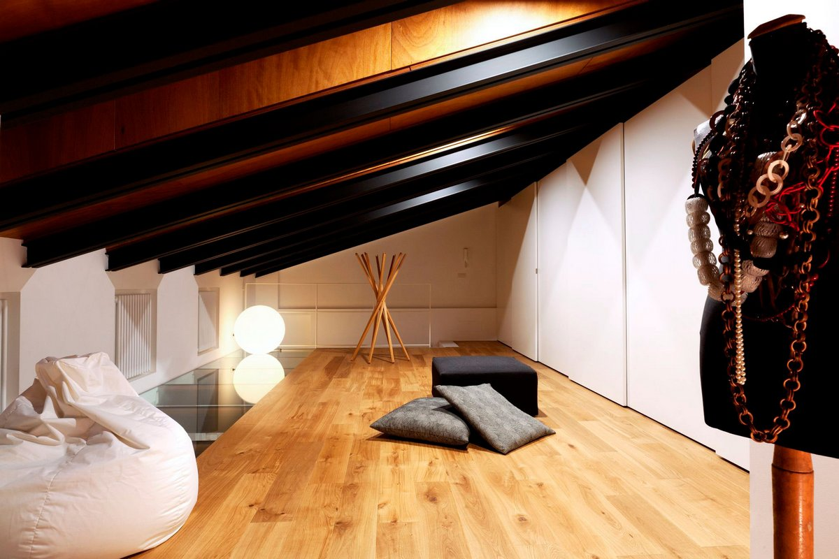 Комната на чердаке частного дома