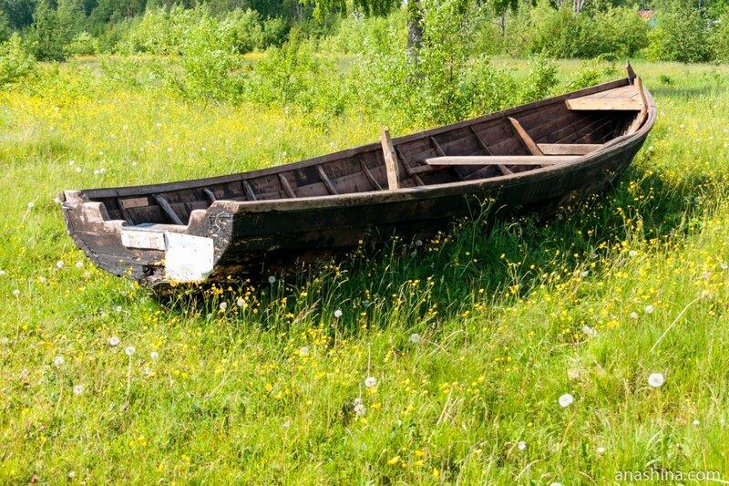 Старая лодка на берегу, Онежское озеро