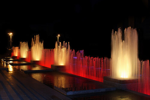 Летний вечер у фонтана